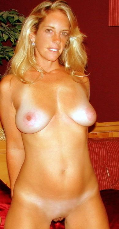 Naked skinny blonde milf