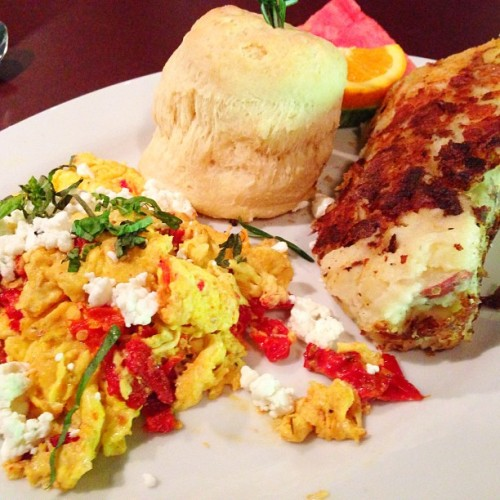 [#3] Sun-dried tomato, basil, #omelette #hashpotato (at Hash House A Go Go)