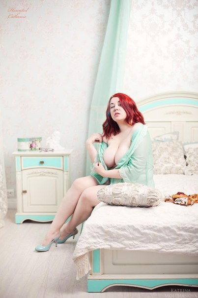 russianfamouscurves:  russian pin up curvy model Radmilla Rockie Zombie