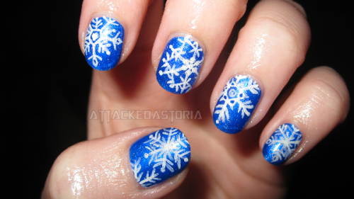 attackedastoria:  super-rushed snowflakes for christmas.. leaving everything til the last minute is never fun.