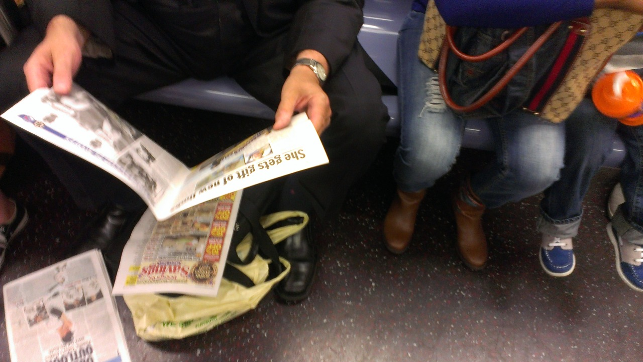 movethefuckoverbro:  packed q train. dude didn't even fit in the frame.