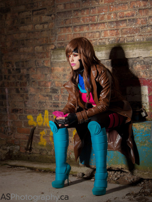 atomictiki:  Female Gambit by *nadyasonika Just look at this cosplay, flawless! My favourite X-Men character, with a twist!  bravo! Well done!