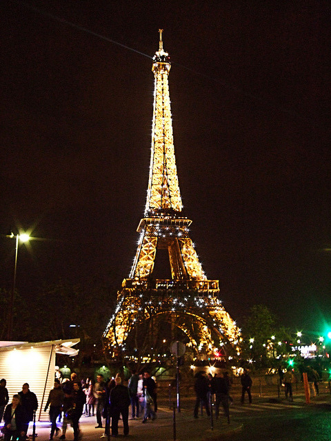 The Eiffel Tower Flashing At Night - Paris. by Jim Linwood on Flickr.