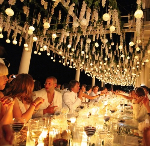 Famous weddings in Italy - a white contemporary wedding designed in Capri by Sugokuii Events on We Heart It - http://weheartit.com/entry/47834770/via/sugokuiievents