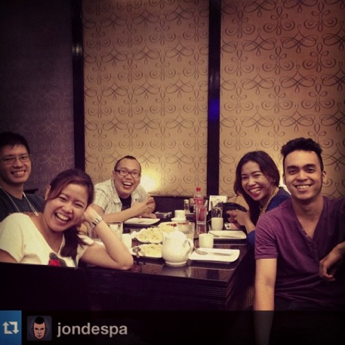Laugh trip bago kumain ng dinner. #smiles #friends #sundate #Repost from @jondespa with @repostapp (at David's Tea House)