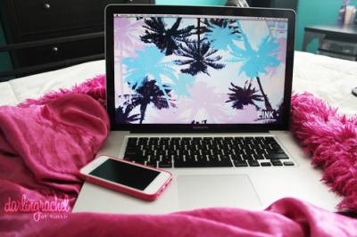 darlingrachel:  I want summer…now. switched up my wallpaper, found this on pink nation :)