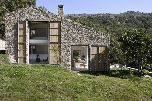 subtilitas:  Ábaton Architectes - Conversion of a former stable to a home, Cáceres 2008.