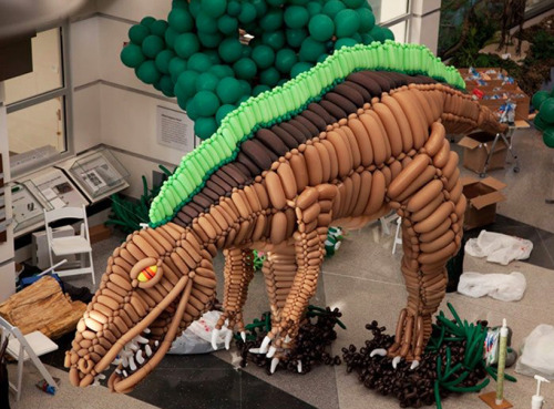 (via 20-foot dinosaur made from balloons by airigami)