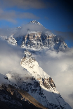 intothegreatunknown:  Cloudy Everest bis (by ~Suppi-lu-liuma)