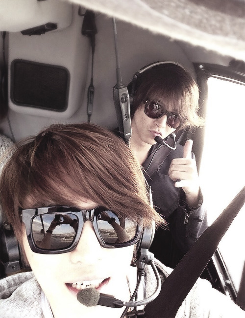 "Jaejoong with Yamapi line update ""We took a picture together in the sky!! and we went to an amusement park!!"""