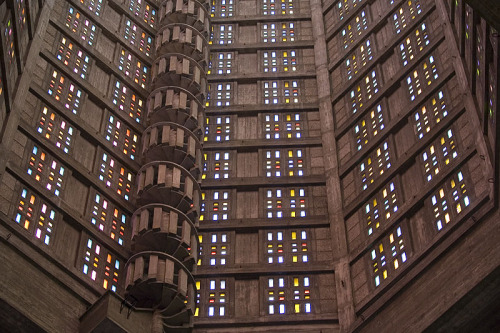 Interior of St Joseph church, Le Havre, France (via pbase.com)