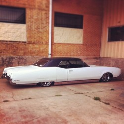 iambadluk:  #bagged #oldsmobile