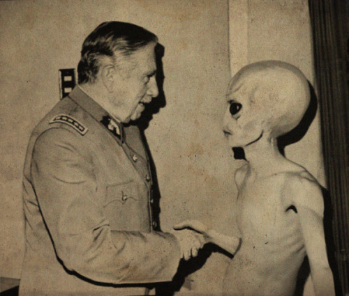 earthlyexistence:  2 aliens shaking hands