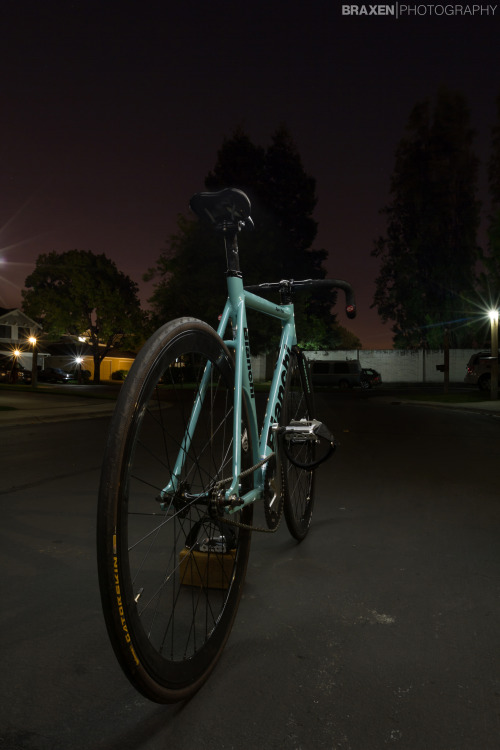 Matt Kaiser's Bianchi Super Pista fixed gear light painted by myself. Check out his blog at: http://sw4ndive.tumblr.com/ Photo by Braulio Negreira