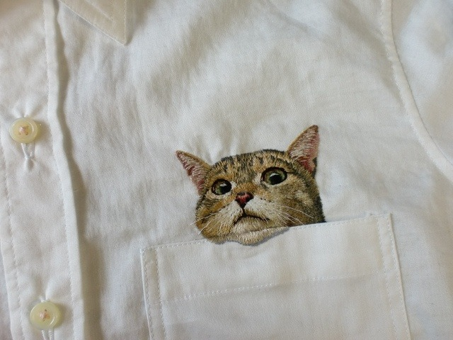 gulping:  fibrearts:  Pocket Cat by Hiroko&5   oh my god