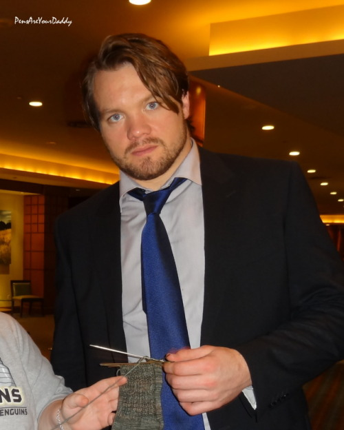 sweetneal18:  sunshineandflower:  vierzehnsternen:  Douglas Murray with the Pen's Knitting Lady's sock in progress.   I almost peed my pants from fright.  THATS HIS SEX LOOK :D