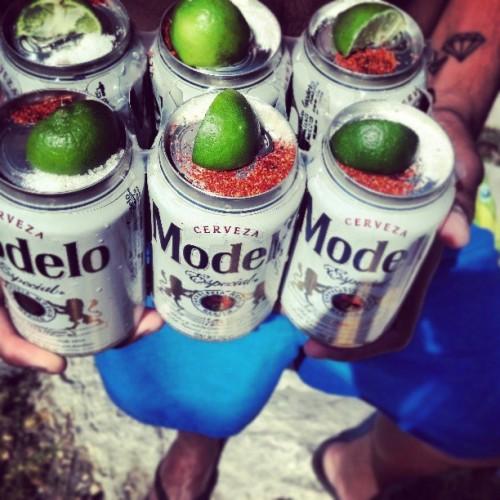 A eso le llamo unas modelo en su concha!!#beer#cerveza#chela#querico#limon#sal