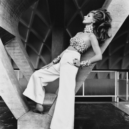 vogueaustralia:  Henry Clarke captures Princess Luciana Pignatelli in 1966.