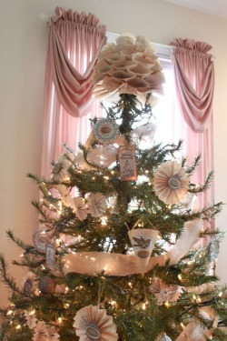 freeliterature:  More ornaments - an entire tree of ornaments - made using old books.