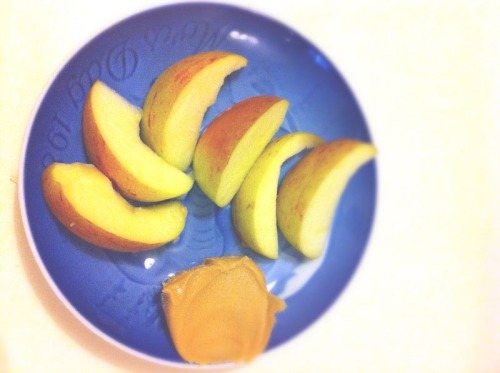 Pre-gym snack…apples and peanut butter!