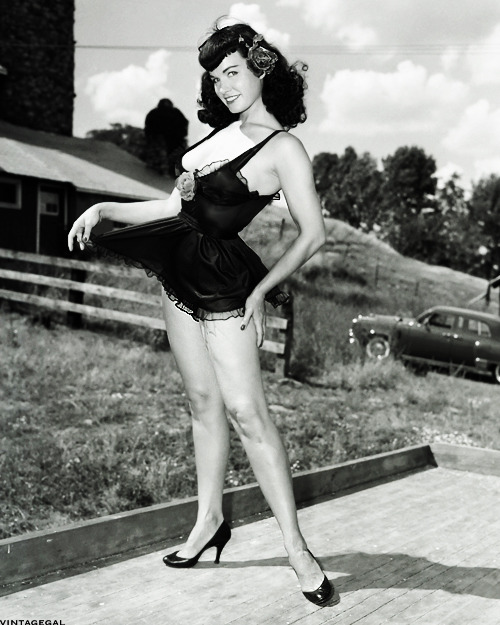 vintagegal:  Bettie Page photographed by Arnold Kovacs, 1955