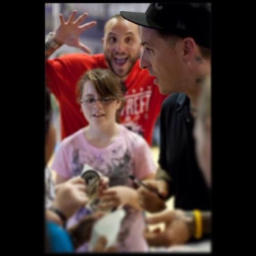#photobombfriday #flashbackfriday some times @tobymorse and I travel around the country and speak to the kids at schools. Check out @onelifeonechance  and support if you can #pma #oloc