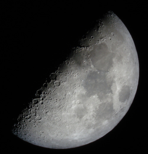 April 17: First Quarter Moon tomorrow morning at 7:31 am CDT. Exact quarter phase (50% illuminated Moon) not visible from US as the Moon sets around 2 am tonight. The Moon will be about ~46% illuminated tonight and ~55% tomorrow night as seen from the US. The first quarter phase is the best time to observe the moon through a small telescope. Photo: Steve Elliott, Flickr
