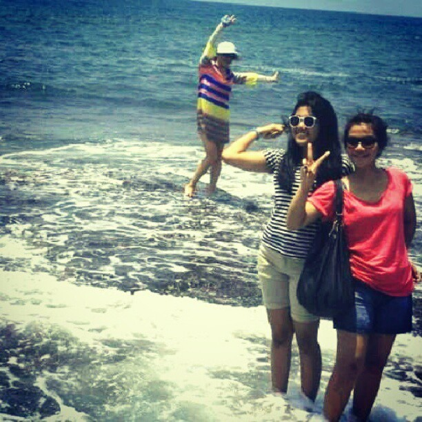 #bestfriend #laugh #love #girls #instagram #bali #beach #tanahlot #blue #igers #igdaily #photooftheday #squaready #potrait #picoftheday #instadaily #instagood