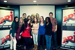 Group picture with @taylorswift13 and my friends @Tiiffan and @Sarounette_KR <3 pic.twitter.com/tDVeyBKv Courtesy of https://twitter.com/ValbonaP_Cullen