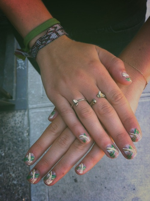 whats better than a $10 dollar nail art #freshmani? nothin. I love randomly finding LES hole in the walls. Koreon pop music blasting and a fish tank the size of my studio. Mom and son running the shop, son practices his keyboard and korean pop songs after hours. Can't make this stuff up!