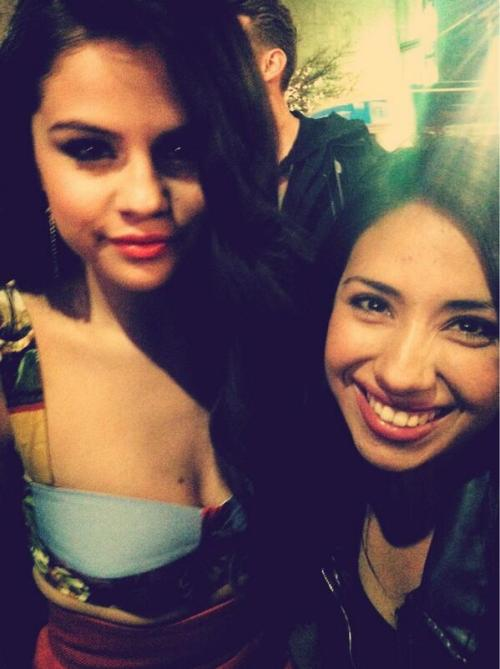 @llamasliliana: Just hanging out with my girl Selena Gomez. Nbd.pic.twitter.com/fIq1ZAHTsM