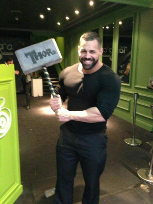 fuckyeahbeefymalebutts:  WHO IS THIS GUY.  He can pick up my hammer any time he likes… Bears, Chubs, Cubs and Muscle