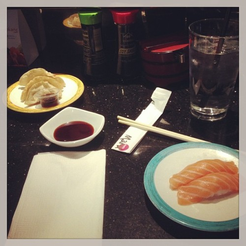#Sushi for #lunch! 😊 #yummy #salmon #nigiri (at Sushi Maru)
