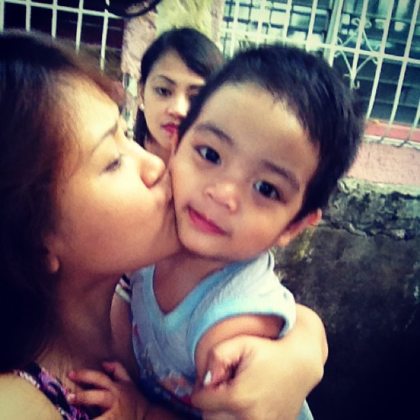 Enjoy my kisses baby Francis! Hehehe! #medyosweet #kiss #francis
