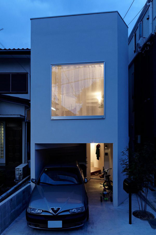designed-for-life:  Akihisa Hirata designed an ingenious S-shaped residence on a narrow site in Japan. Developed vertically, this unusual family home has a simple rectangular exterior shape. All the interiors wrap around a massive stairway supported by three pillars, which leads the way towards the top floor.