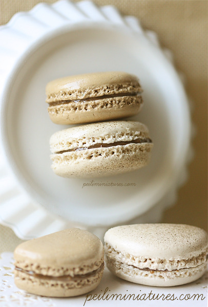 I made these macaron magnet recently. This 2 set piece is a coffee and vanilla bean macaron set.