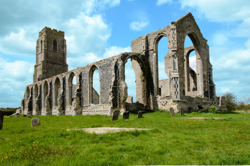 abandonedography:  Ruins of St. Andrew's Church in Covehithe, Suffolk. (by Leigh_Feaviour)