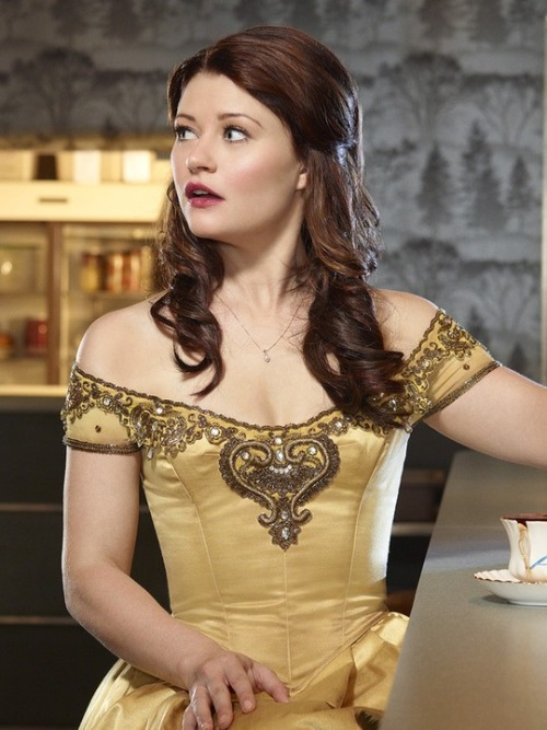presto-the-misunderstood-penguin:  I'm freaking in love with Emilie de Ravin.