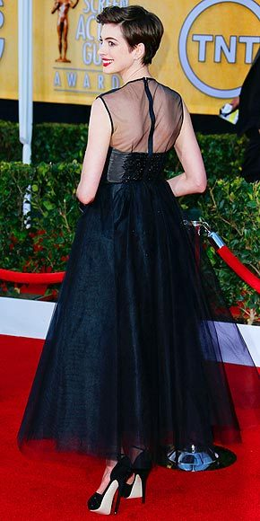 Better From The Back? Anne Hathaway Once again Anne makes a major fashion statement — this time in a black Giambattista Valli Haute Couture tulle dress — at the SAG Awards.
