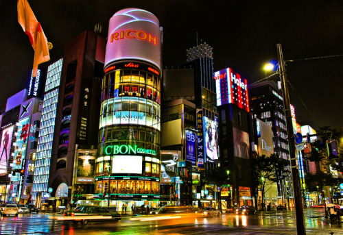 dreams-of-japan:  Tokyo, Ginza in the rain by Arutemu on Flickr.