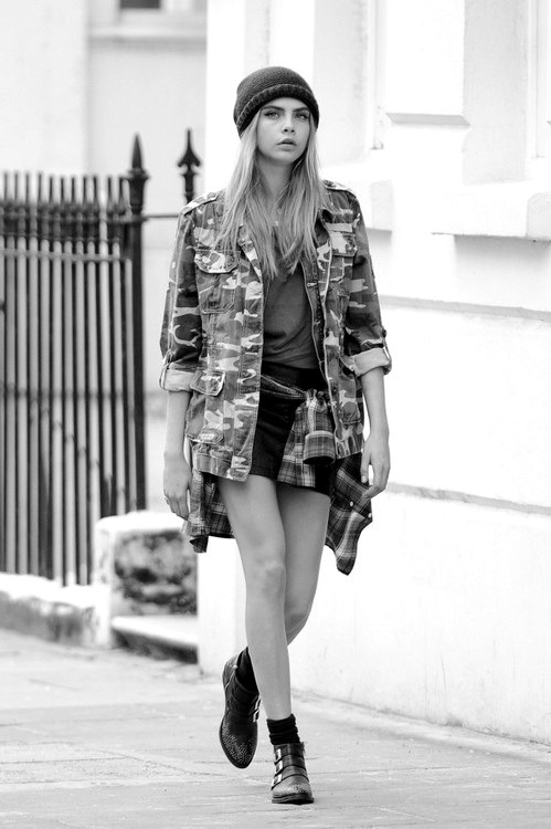 cali-fork:  black-and-white-fashion-world:  cara  cali-fork:  BLACK AND WHITE BLOG :)