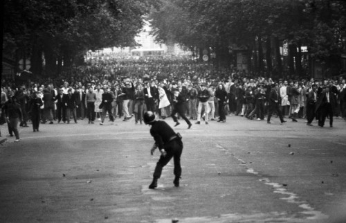 "© Gökşin Sipahioğlu, May 6, 1968, May Protest, Boulevard Saint-Michel, Paris 1,045 civilians were injured during ""le mois des Barricades"" (""the month of the Barricades""). You can find more photos here. Thanks to my friend Eliot for the link! This picture reminds me of a photo of a miner's strike near Sheffield I just posted recently, you can find it here. The major difference is the police-protesters-ratio. » find more war & conflict photography here «"