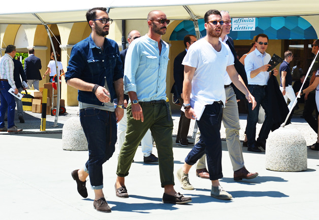 These guys at Pitti Uumo 2012 really rockin' some summer blues…