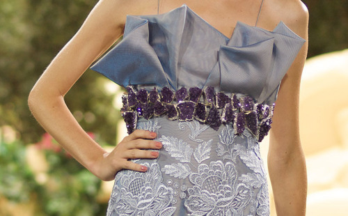This belt of amethysts from Asshai for Daenerys, to protect her from evil spirits, Dany Atrache