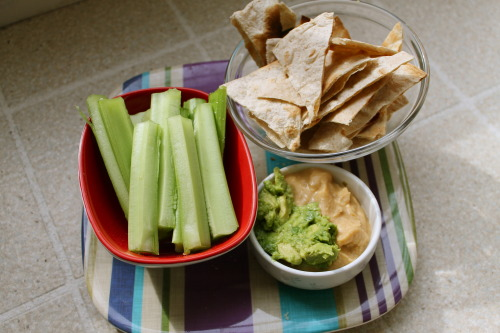 healingvegan:  lunch- celery and pita chips with hummus and guacamole