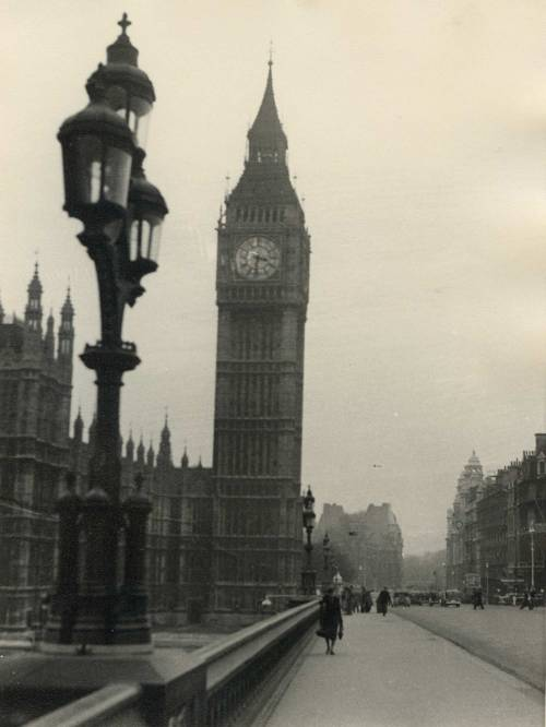adanvc:  Grey morning in London. 1950. Unknown Photographer