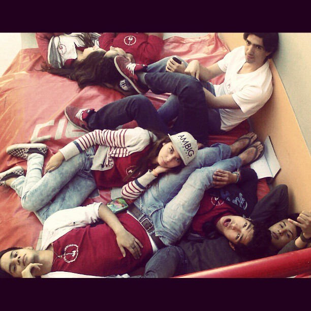 #chillin #friends #relax #skippinclass #school #Ciencias #senioryear #cool #VALIENDOGAVER
