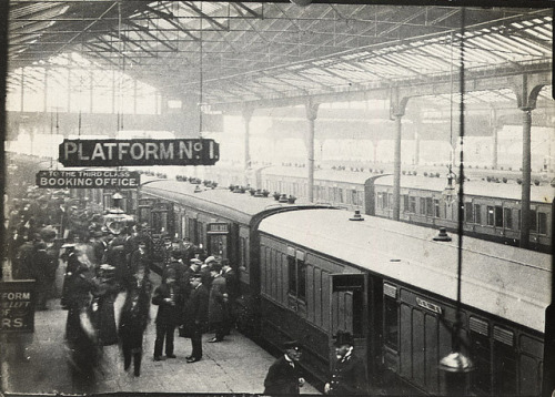 Waterloo station (c.1900)