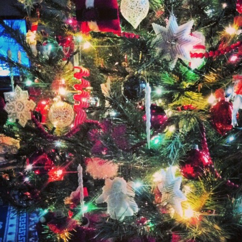 #christmaseve #christmas #tree #lights #light #ornaments #stars #green #family #red