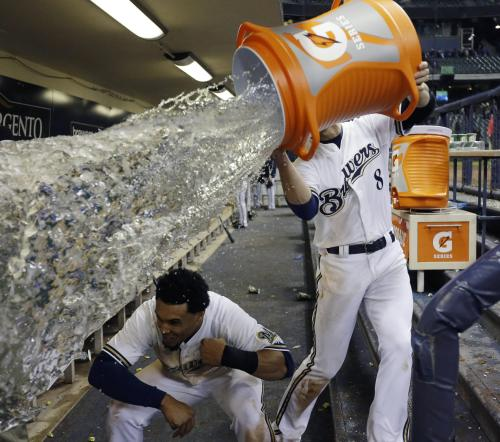 (via Behold this masterpiece of baseball celebration photographs (PHOTO))